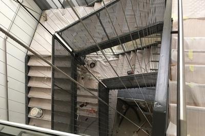 Escalier métallique avec main courant en inox - Saint-Brieuc (22)