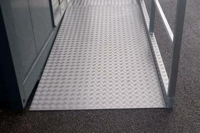 Fabrication rampe alu accès handicapé - Lannion