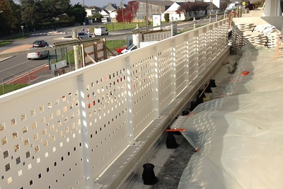 Garde-corps découpé au laser, habillage des murs et claustras en aluminium