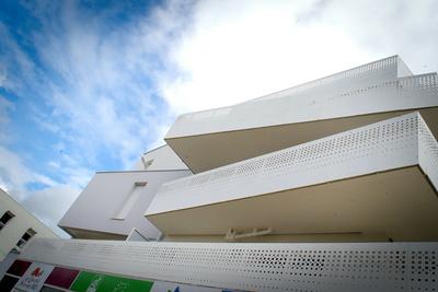 Garde-corps tôle découpée au laser - habillage murs - claustras aluminium