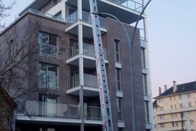 Opération de montage de structures métalliques et garde-corps vitrés - Rennes