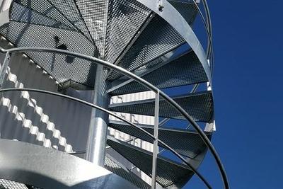 Pose escalier hélicoïdal - CIS - Lannion