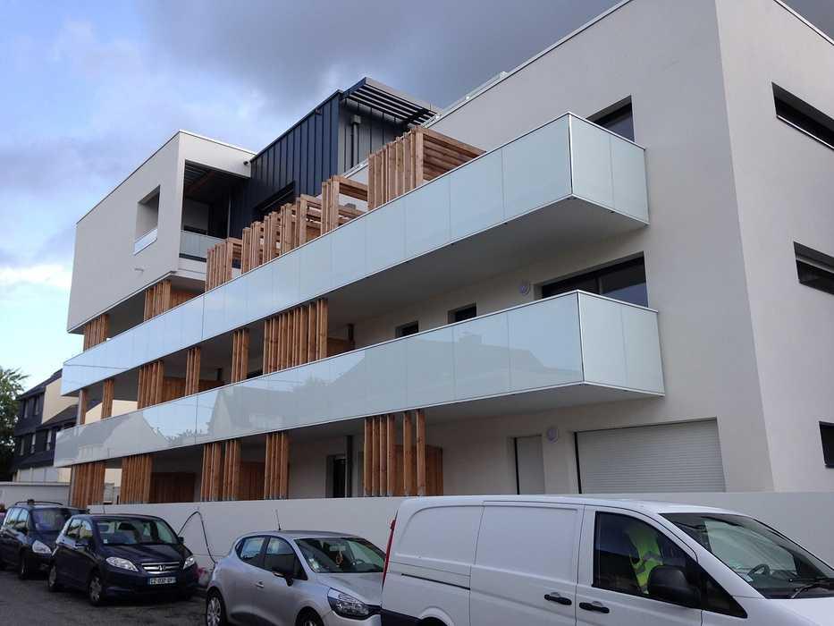 Garde-corps alu avec vitrages en laqué blanc et acier, clôture, auvents, balcons 0