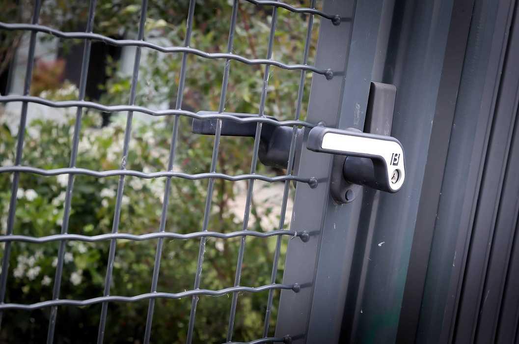 Garde-corps vitrés alu, mains courantes et séparations de balcons dsc4229