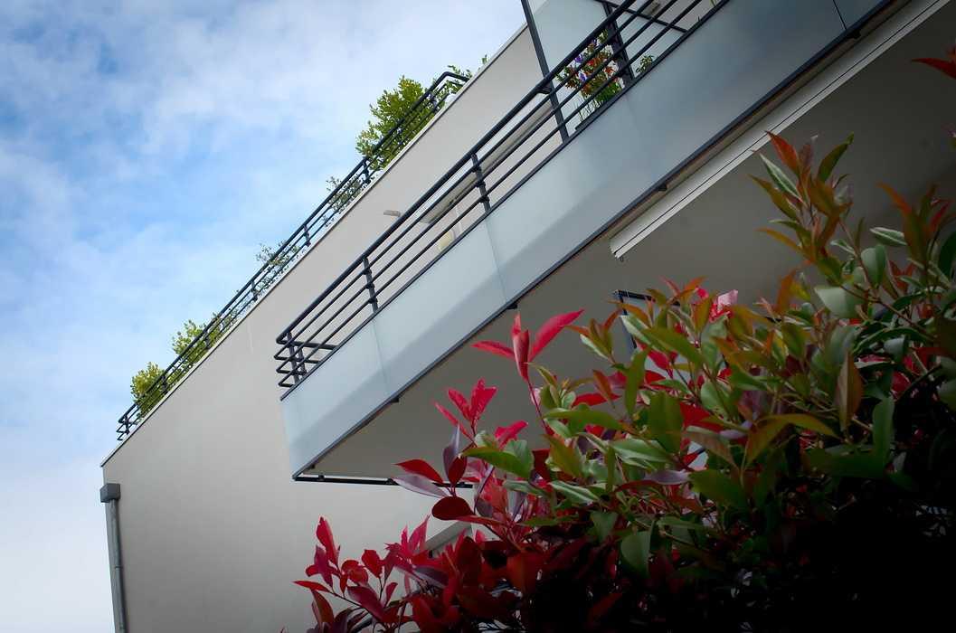 Garde-corps vitrés alu, mains courantes et séparations de balcons 0