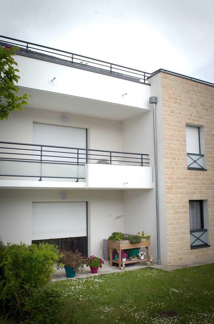 Garde-corps alu - mains courantes et séparatifs balcons aluminium dsc4260