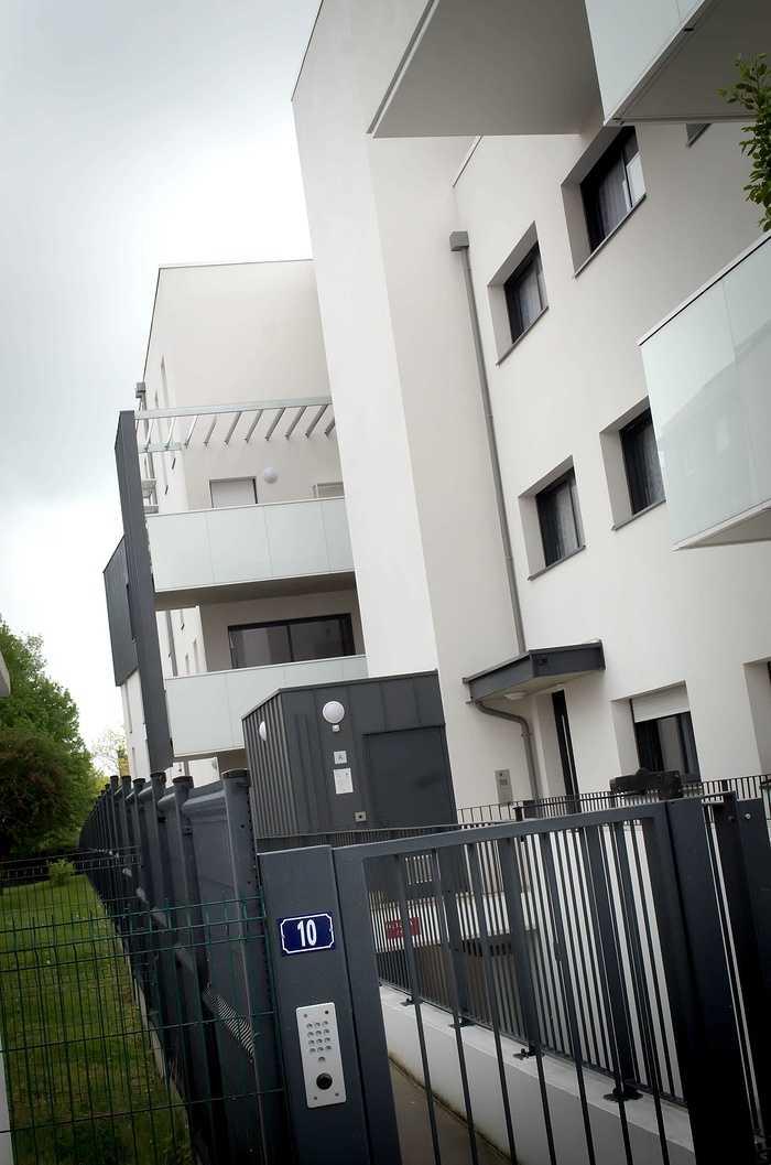 Mains courantes - portes, garde-corps; clôtures et portails - auvents dsc4283