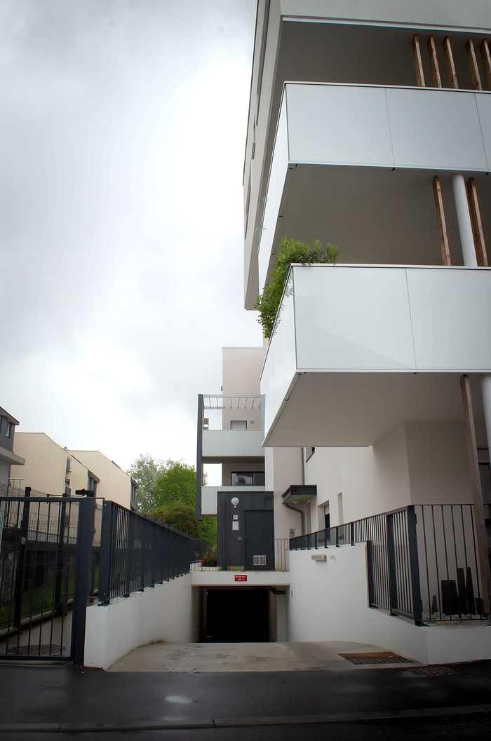 Mains courantes - portes, garde-corps; clôtures et portails - auvents dsc4284