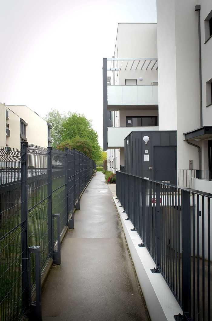 Mains courantes - portes, garde-corps ; clôtures et portails - auvents dsc4285