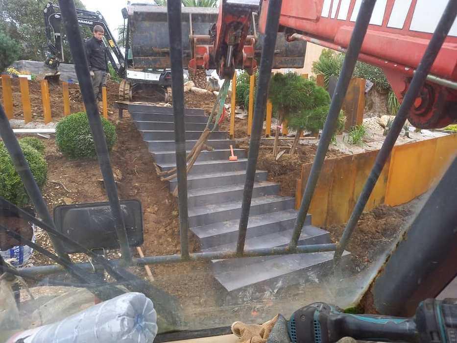 Réalisation d'un escalier avec contremarches en acier Corten. 12243479019221900712561793176875214723577519n