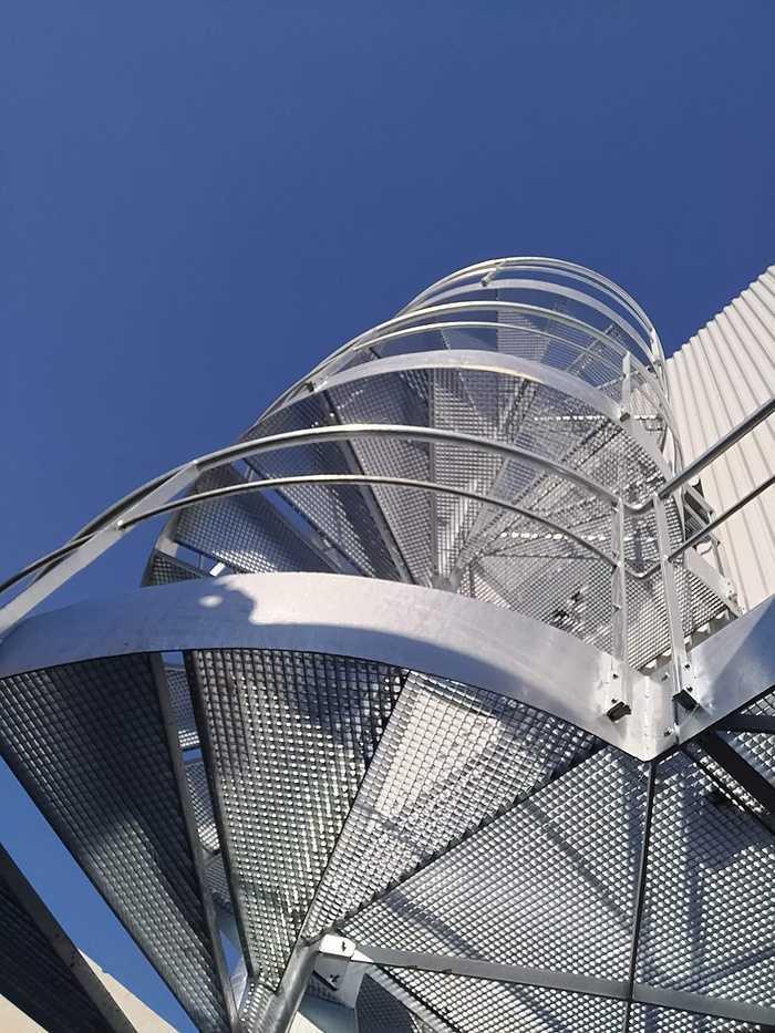 Pose escalier hélicoïdal - CIS - Lannion 12248182719216794179739112043842789739906124o