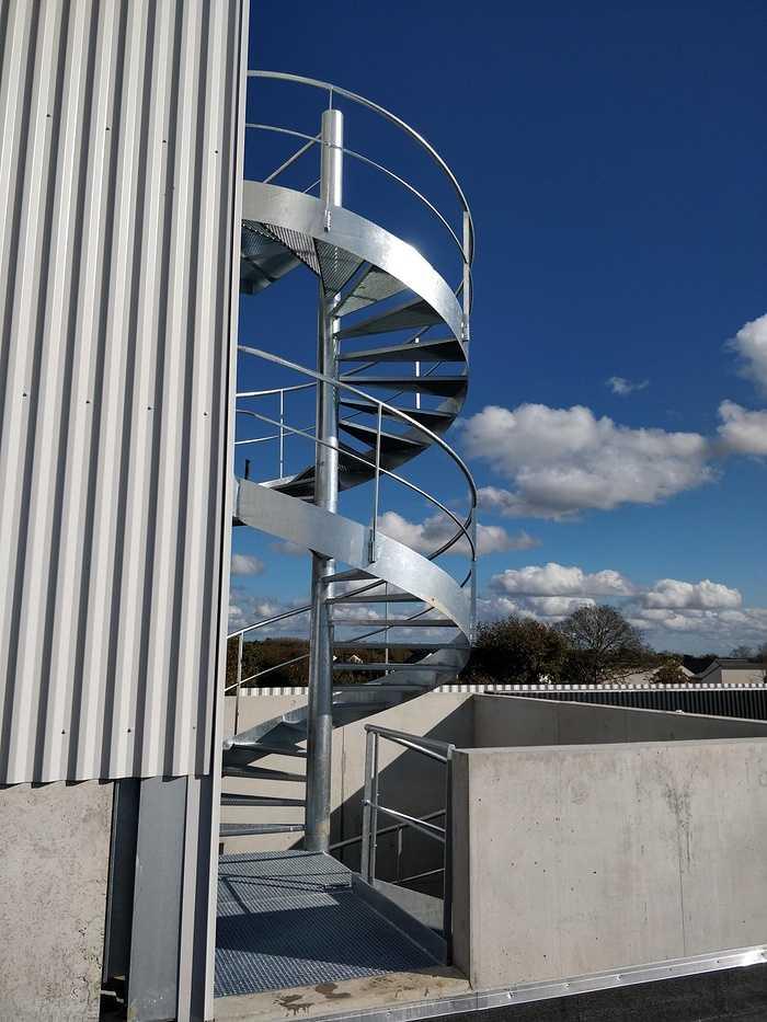 Pose escalier hélicoïdal - CIS - Lannion 1224906811921679431307243831173890118722023o
