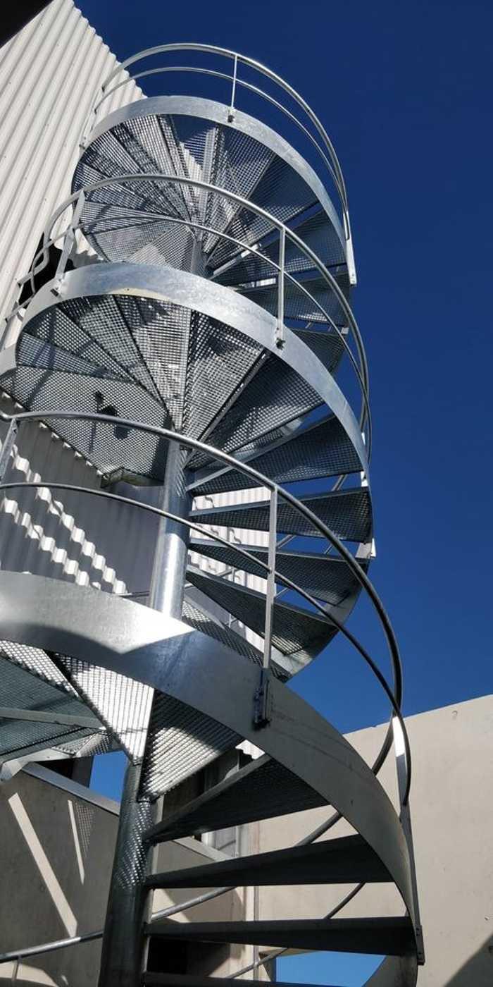 Pose escalier hélicoïdal - CIS - Lannion 0