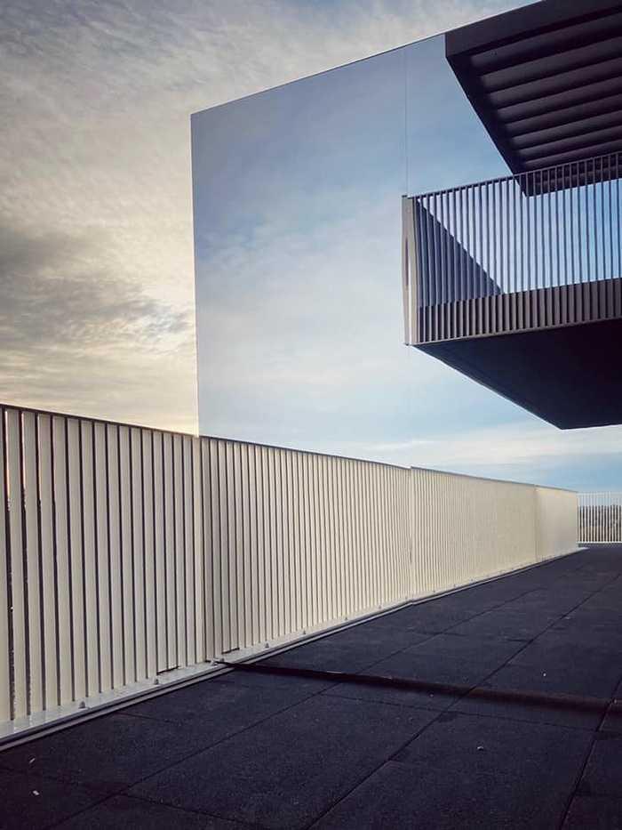 Pose de séparatifs de balcons en acier galvanisé à chaud 0