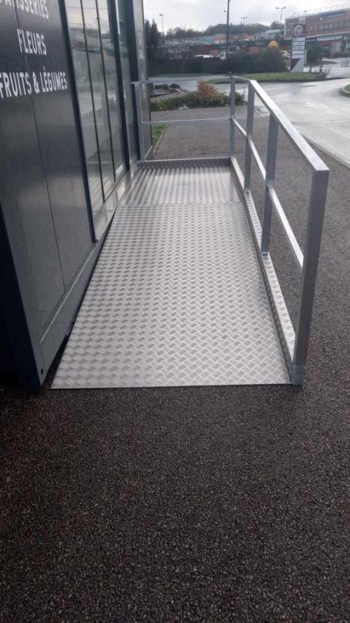 Fabrication rampe alu accès handicapé - Lannion 0