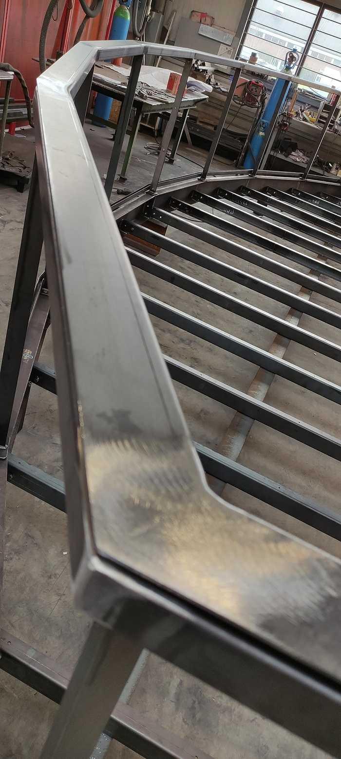 Fabrication d''une ossature balcon er garde-corps vitrés 1610101733267